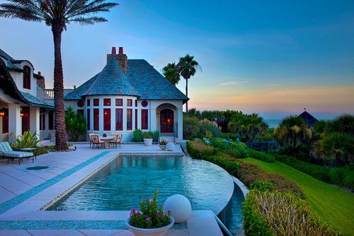 Infinity Pool, Lakeland, Florida photo via secresoffasion